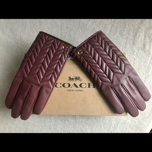 COACH Wine Signature Quilted Tech Gloves